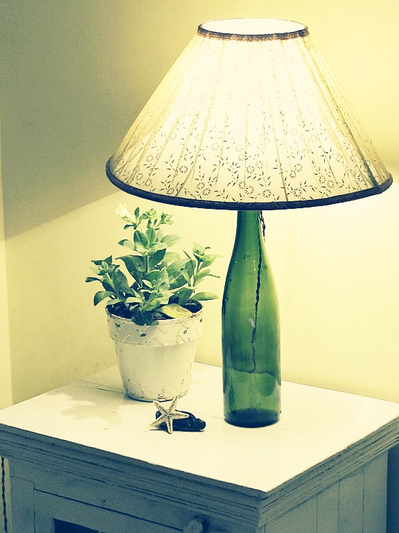 DIY: No Drill Wine Bottle Table Lamp